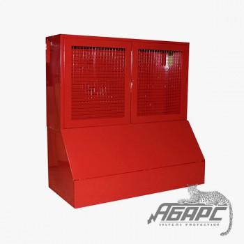 Стенд противопожарный закрытого типа с сеткой с ящиком для песка 0,3 м3